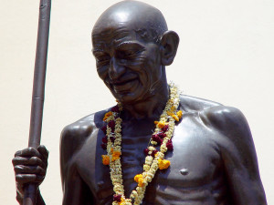 Statue of Gandhij in  Baroda, now called Vadodara, India / Picture by Brian Glanz / Licenced under CC Attribution 2.0 Generic (CC BY 2.0) / Source: https://www.flickr.com/photos/brianglanz/2767070246/